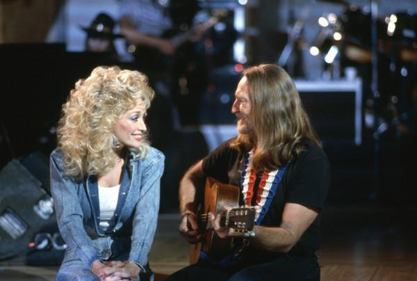 Dolly+Parton+Willie+Nelson+Disney+ABC+Television+RkkLKkXNIRVl